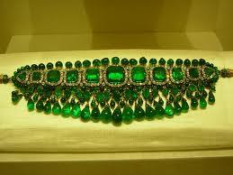 colier din aur cu smaralde
